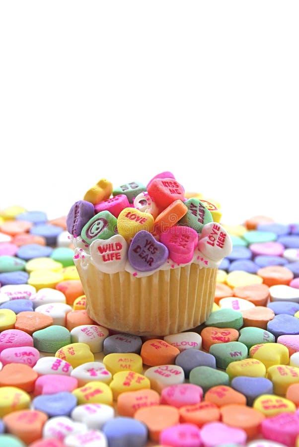 Cuore della caramella del bigné del biglietto di S. Valentino fotografia stock libera da diritti