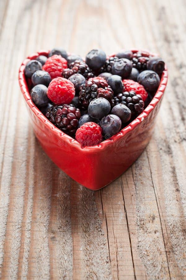 Cuore di frutta rossa fotografia stock libera da diritti