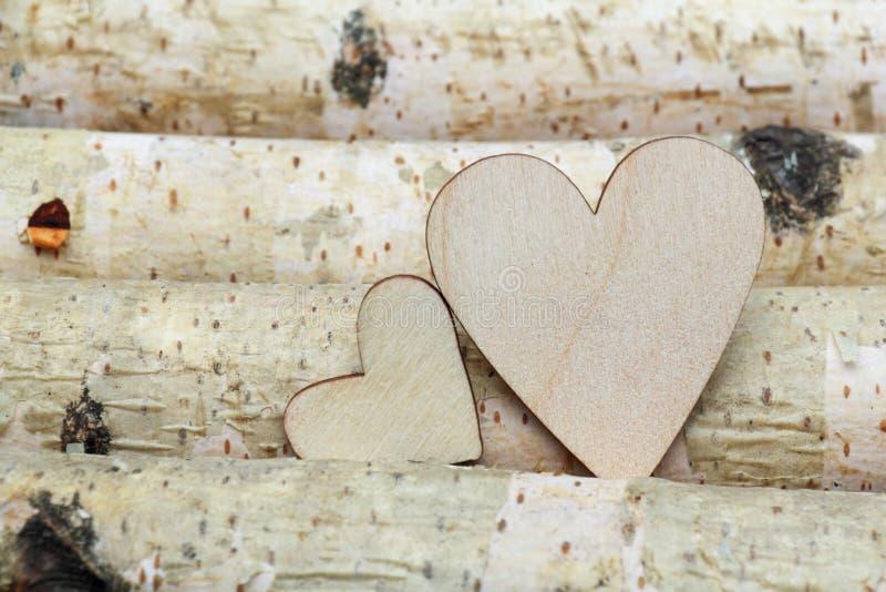 Cuore e fondo di legno fotografie stock libere da diritti