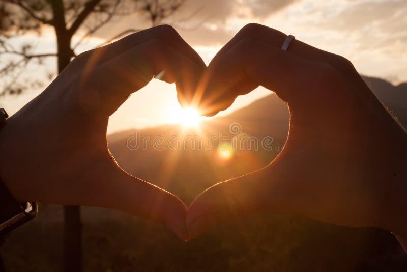 Cuore e Sun delle coppie fotografia stock libera da diritti