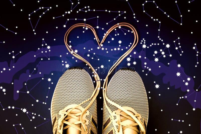 Cuore merlettato della scarpa da tennis Costellazioni, mappa di stella Astronomia di scienza, mappa di stella su un fondo blu, il immagine stock