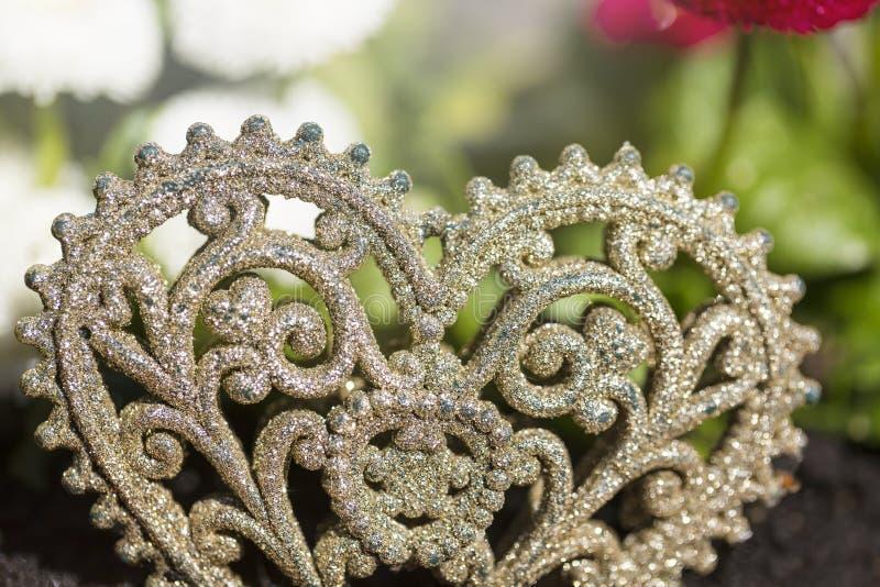 Cuore ornamentale trovato in un giardino fotografia stock libera da diritti