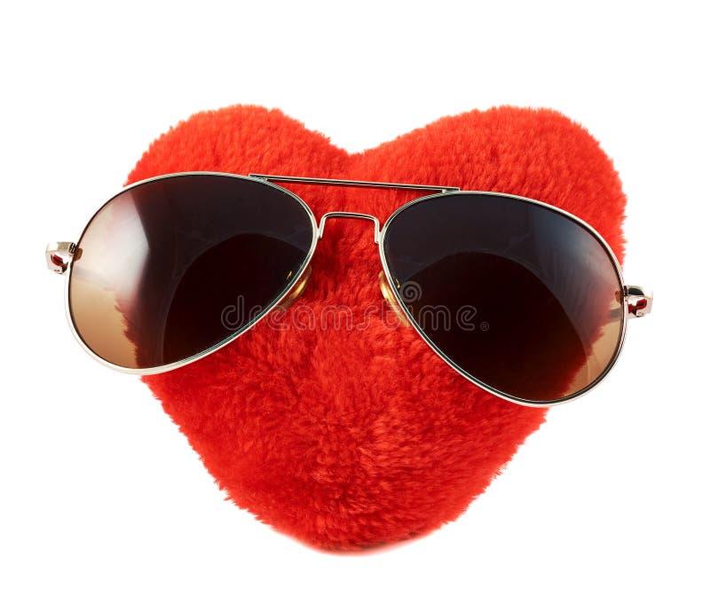Cuore rosso in occhiali da sole immagine stock libera da diritti