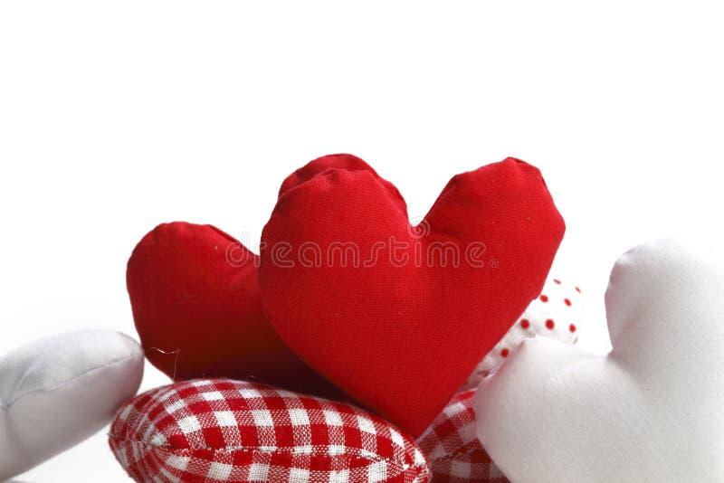 Cuori del tessuto di giorno di biglietti di S. Valentino fotografia stock
