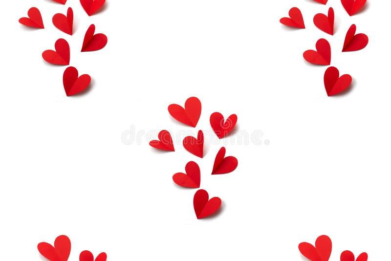 Cuori di carta rossi sul concetto bianco del fondo di Valentine' giorno di s illustrazione di stock
