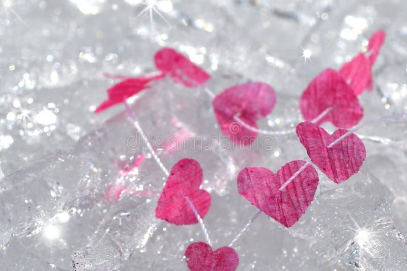 Cuori rosa congelati in ghiaccio fotografie stock libere da diritti