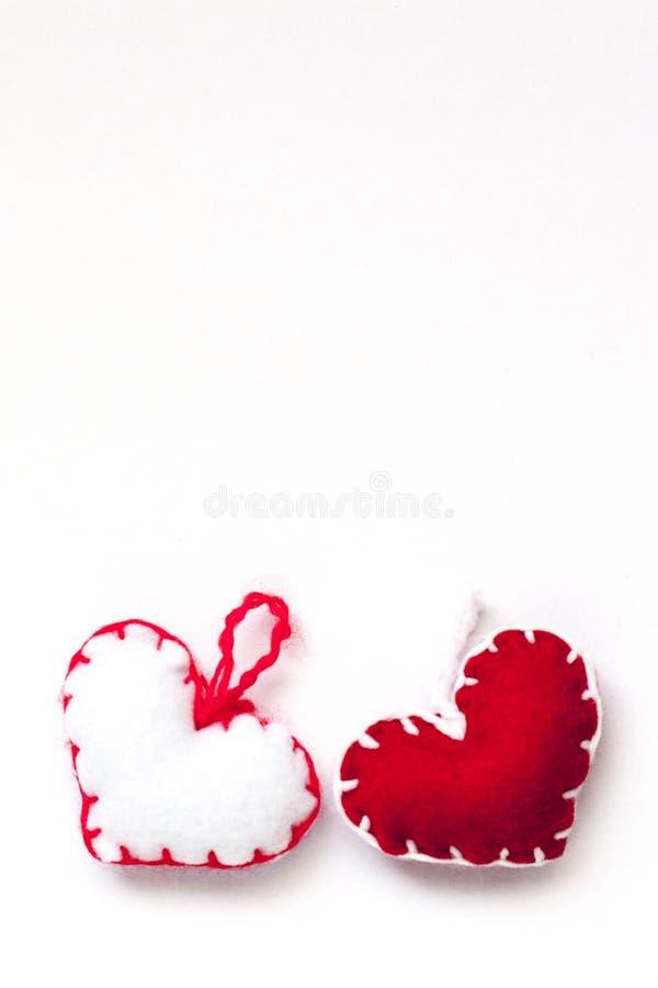 Cuori rossi e bianchi per il biglietto di S. Valentino di San fotografie stock libere da diritti