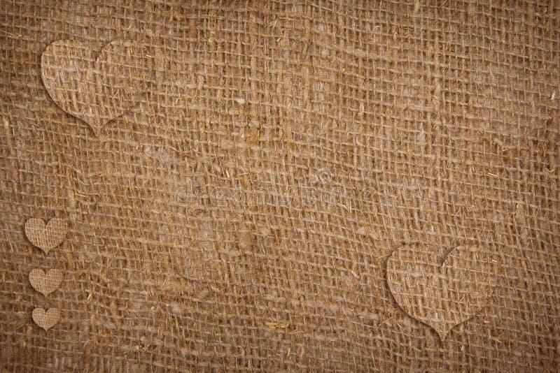 Cuori strutturati della tela di sacco per il San Valentino fotografia stock
