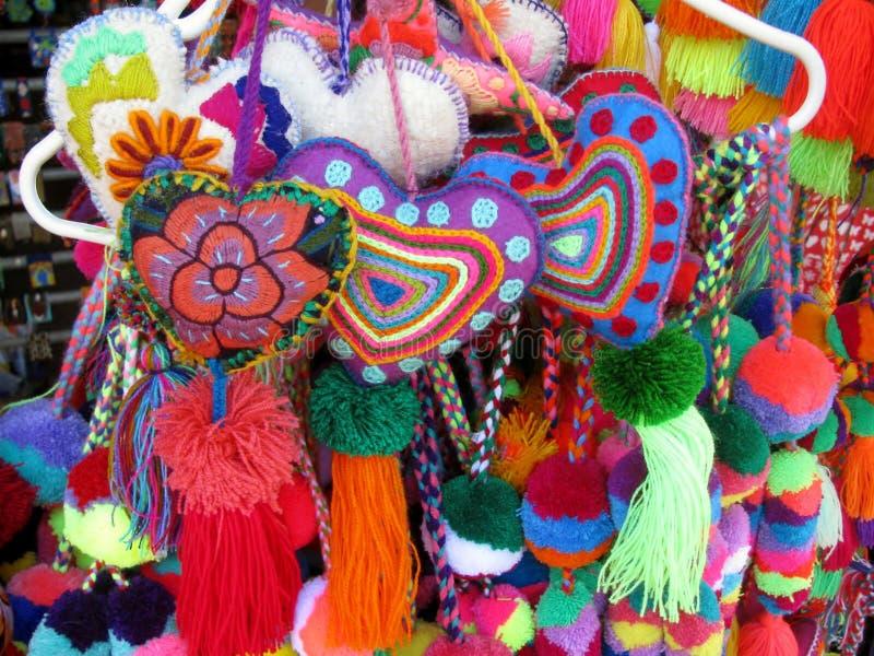 Cuori tricottati fatti a mano Colourful immagine stock