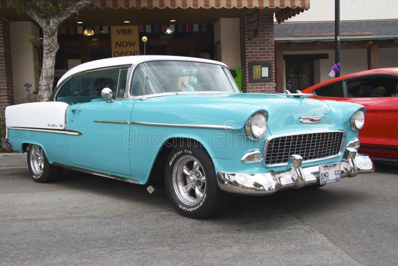 Cupé azul 1955 del Bel Air de Chevrolet foto de archivo libre de regalías