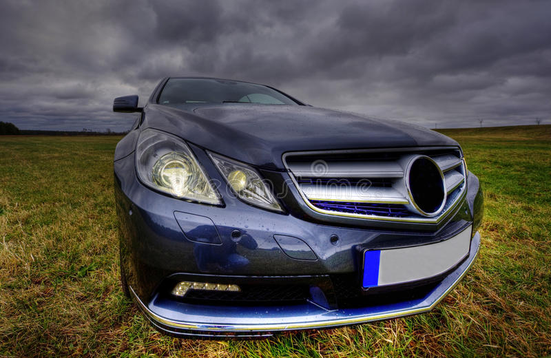 Cupé luxuoso novo do cgi do Benz de Mercedes fotos de stock