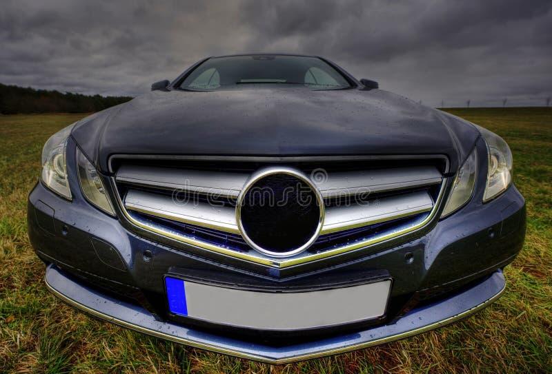 Cupé luxuoso novo do cgi do Benz de Mercedes, face de sorriso imagens de stock royalty free