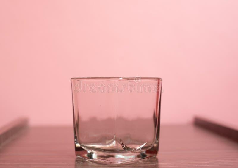 Cup auf rosa pastellfarbenem Hintergrund lizenzfreies stockbild
