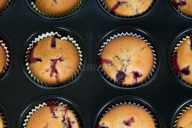 Cup-cakes de Prepering foto de stock