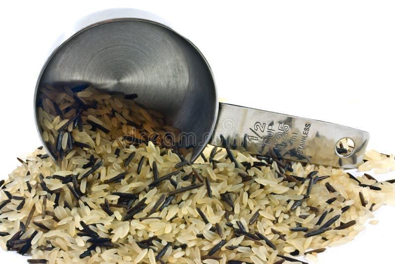 Cup, Das Langen Reis Verschüttet Lizenzfreie Stockfotos
