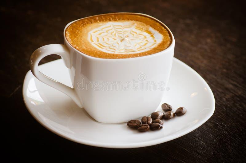 Cup heißer Kaffee lizenzfreie stockfotos