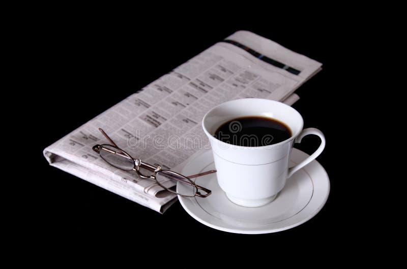 Download Cup und Zeitung stockbild. Bild von morgen, leuchte, handel - 12202823