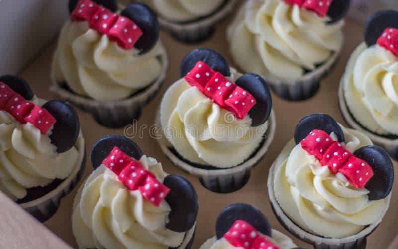 Cupcackes gentils avec des oreilles de souris photos libres de droits