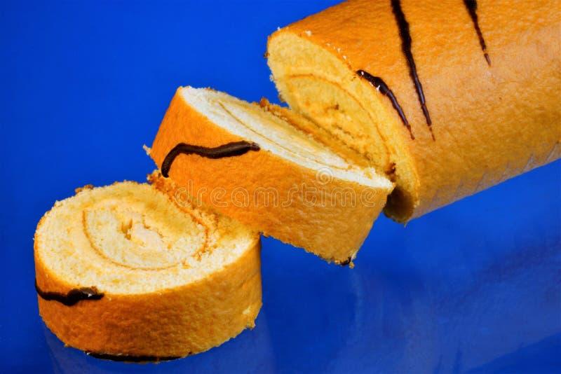 """Cupcake †een"""" culinair dessert, een zoete banketbakkerij, gebakken rechthoekige of een ronde vorm van gist of koekjesdeeg en tr stock fotografie"""