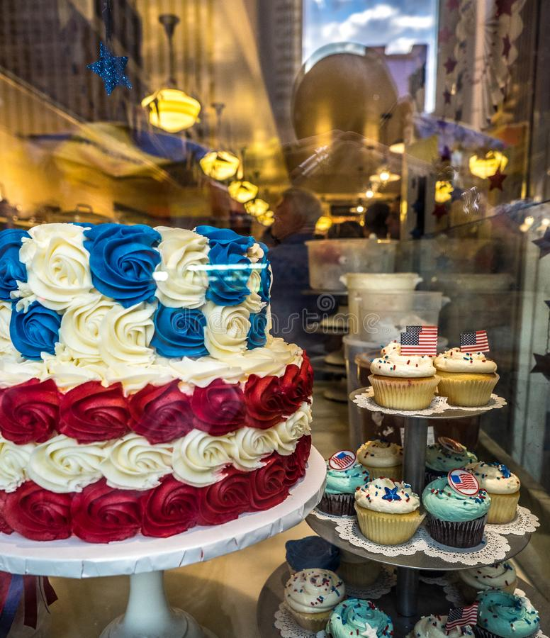 Cupcake και κέικ με τα χρώματα της αμερικανικής σημαίας στοκ φωτογραφίες