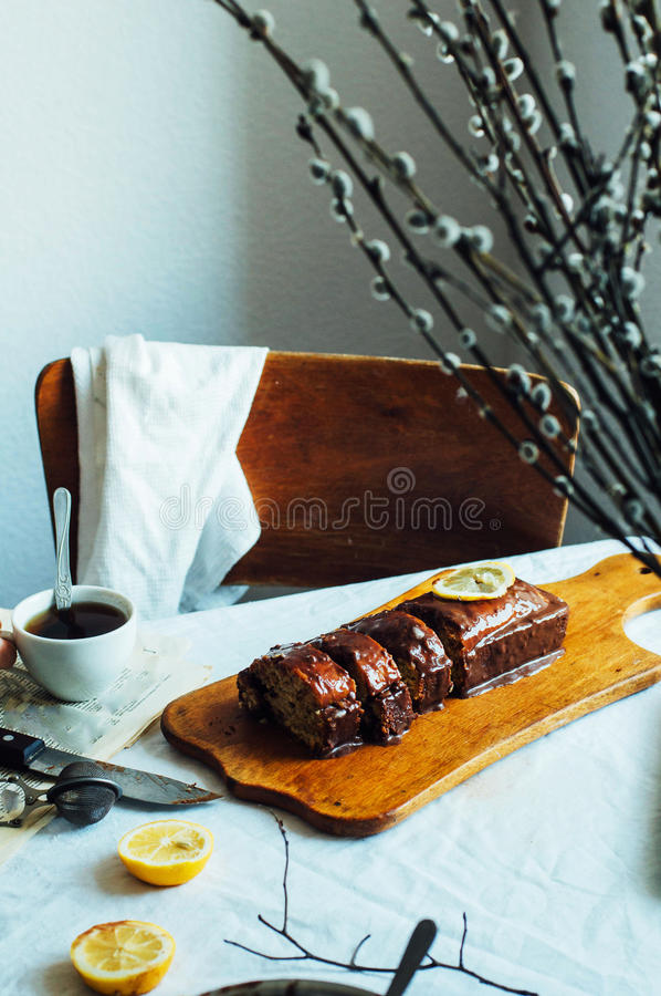 Cupcake για το πρόγευμα Αγροτικός σκοτεινός προσδιορισμός Με το αναδρομικό φίλτρο ε στοκ εικόνες