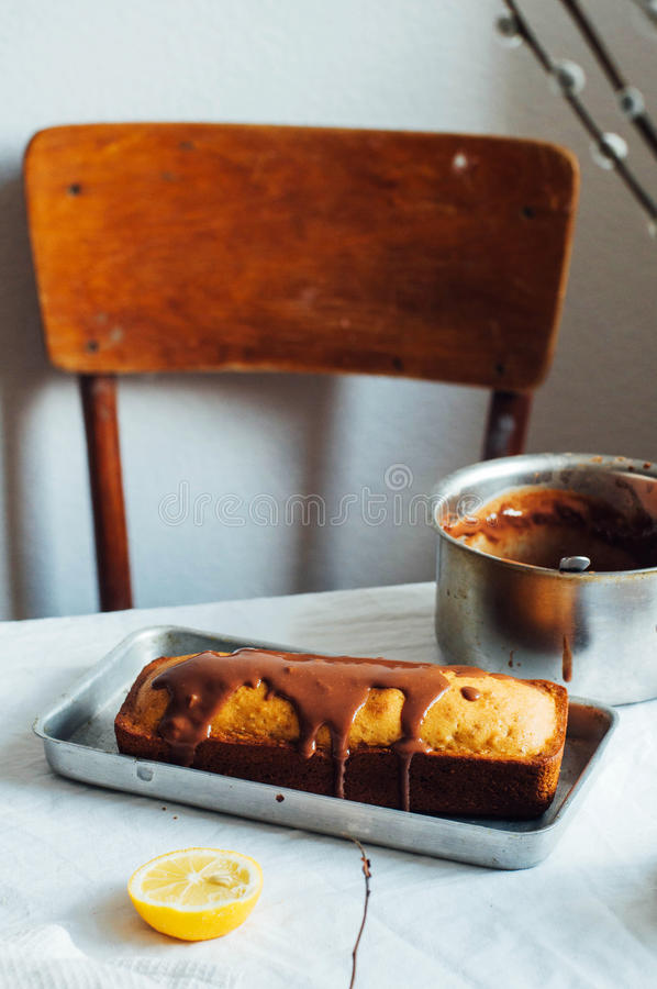 Cupcake για το πρόγευμα Αγροτικός σκοτεινός προσδιορισμός Με το αναδρομικό φίλτρο ε στοκ φωτογραφίες