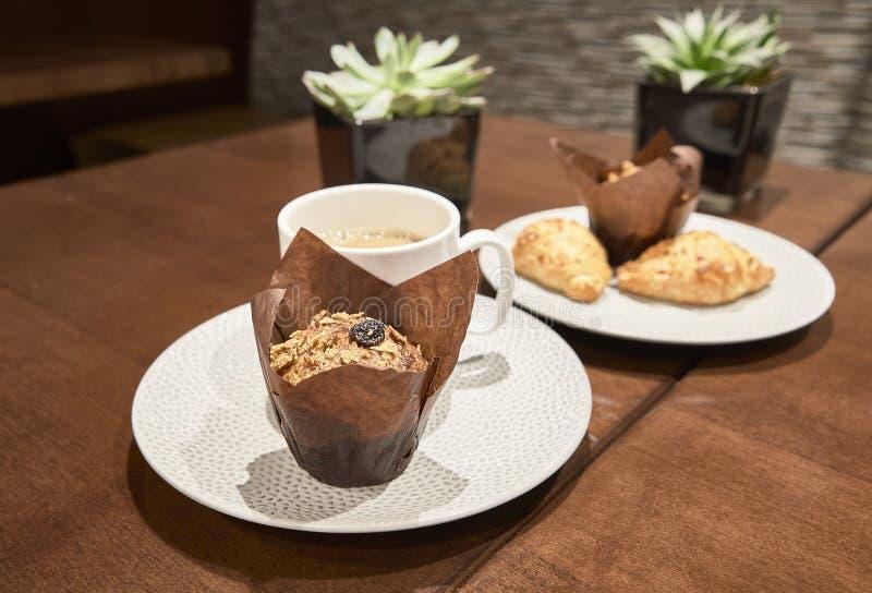 Cupcake και cofee για το πρόγευμα στοκ φωτογραφία με δικαίωμα ελεύθερης χρήσης