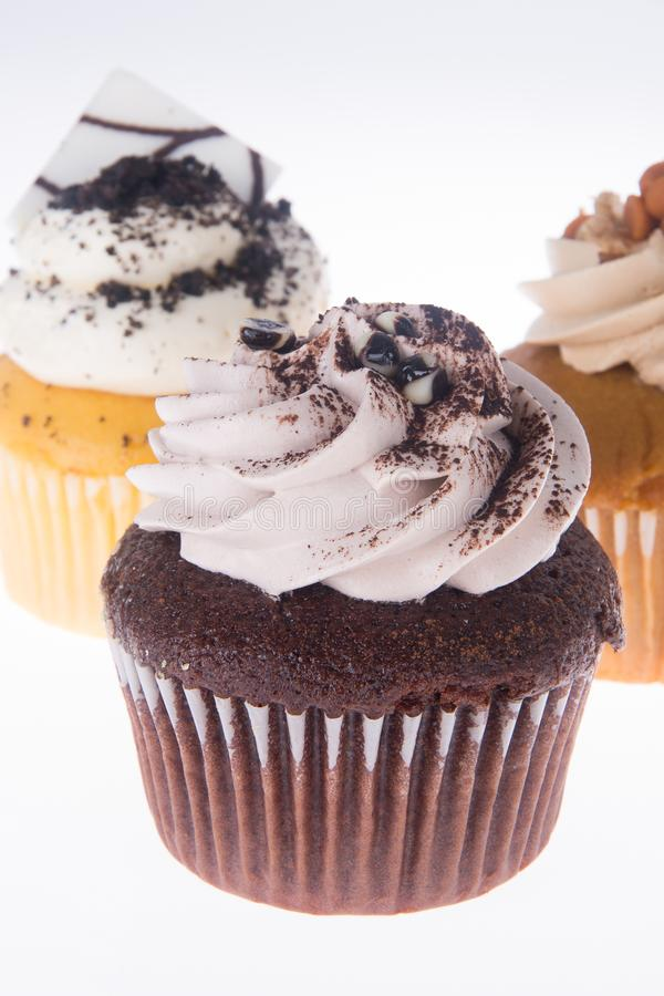 cupcake bolo do copo no fundo fotografia de stock royalty free