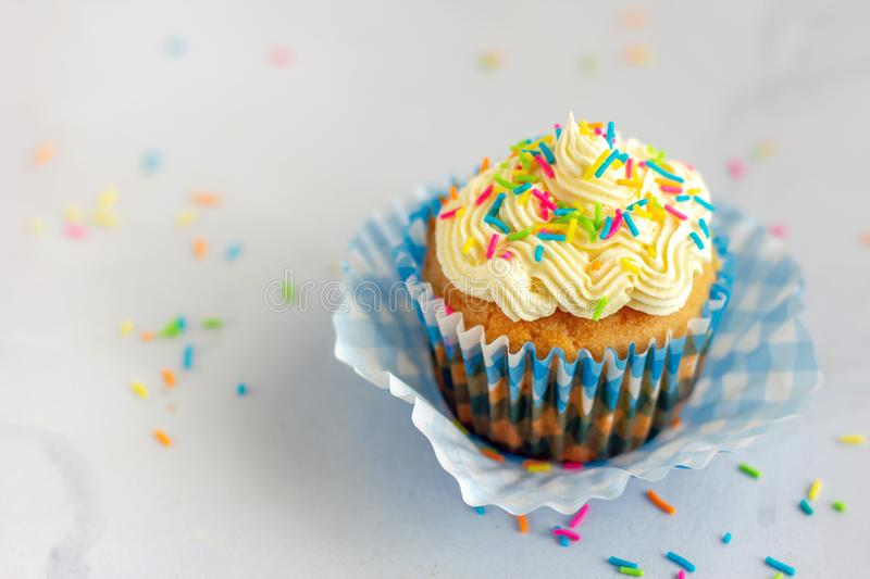 Cupcake met Buttercrème Frosting, dessert Photography stock foto's