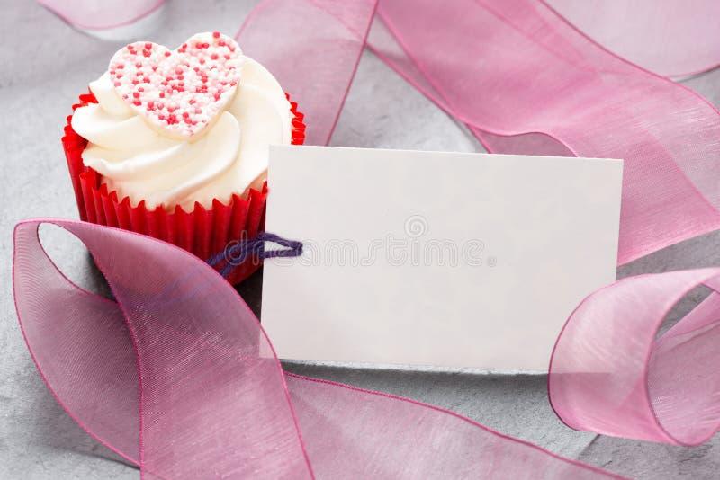 Cupcake met de Lege Dag van de Valentijnskaartenmoeders van de Markeringskaart royalty-vrije stock afbeelding