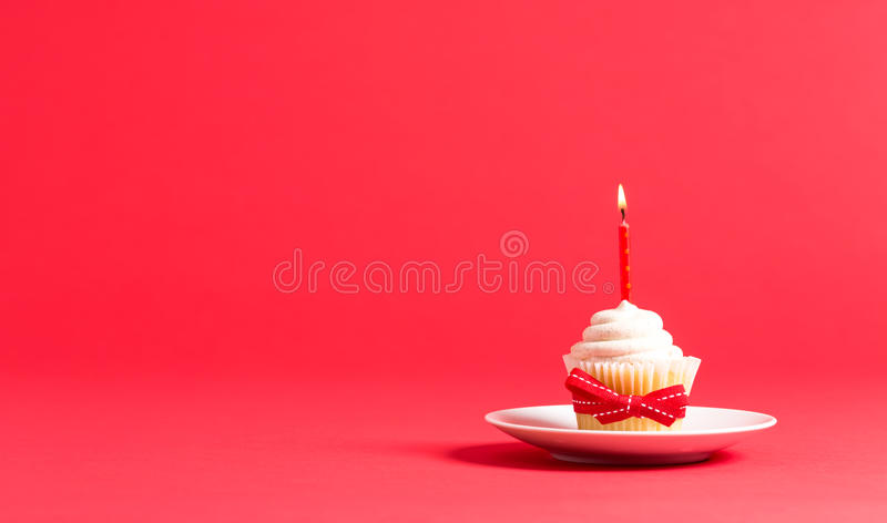 Cupcake met het thema van de kaarspartij stock foto