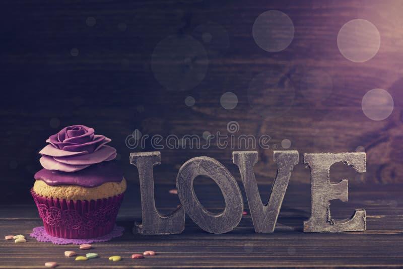 Cupcake met nam toe stock foto
