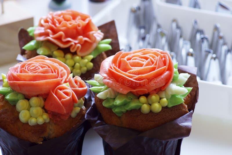Cupcake met roos, van Koreaanse buttercream, dessert stock fotografie