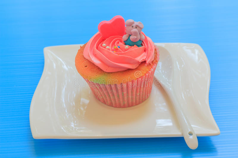 Cupcake met slagroom royalty-vrije stock foto