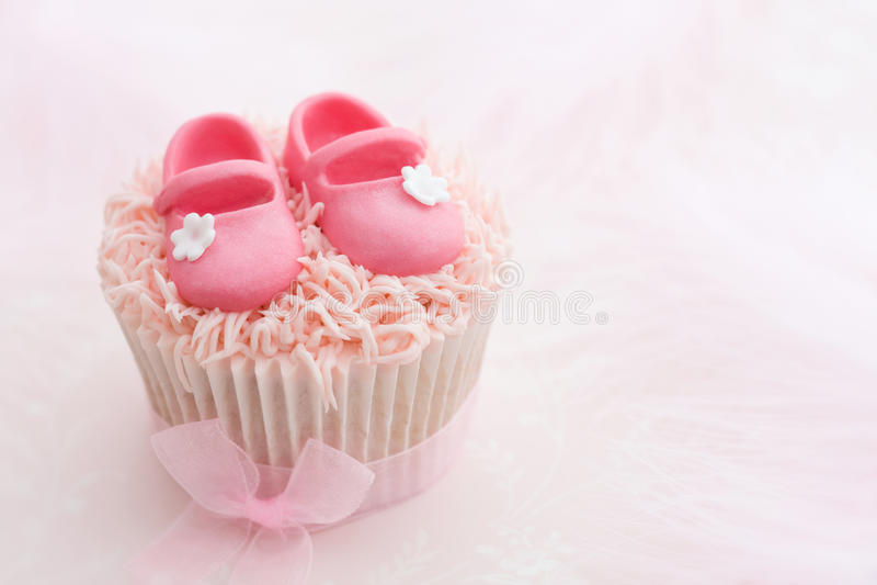 Cupcake voor een klein meisje royalty-vrije stock afbeeldingen
