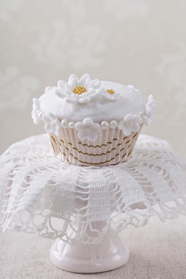 Cupcake With White Flowers Stock Images