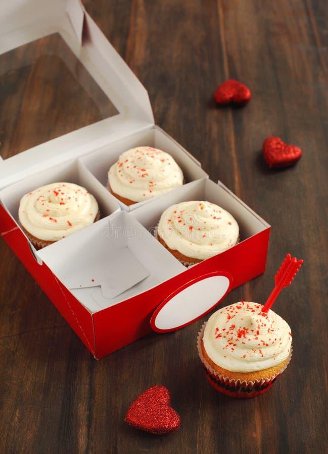 Cupcakes για την ημέρα του βαλεντίνου στοκ εικόνα με δικαίωμα ελεύθερης χρήσης