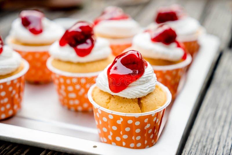 Cupcakes με το πάγωμα buttercream στοκ φωτογραφία με δικαίωμα ελεύθερης χρήσης