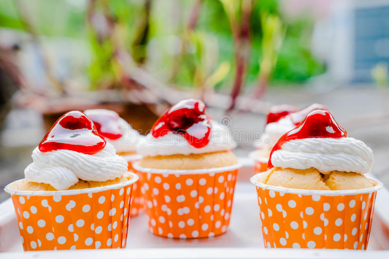 Cupcakes με το πάγωμα buttercream στοκ φωτογραφίες
