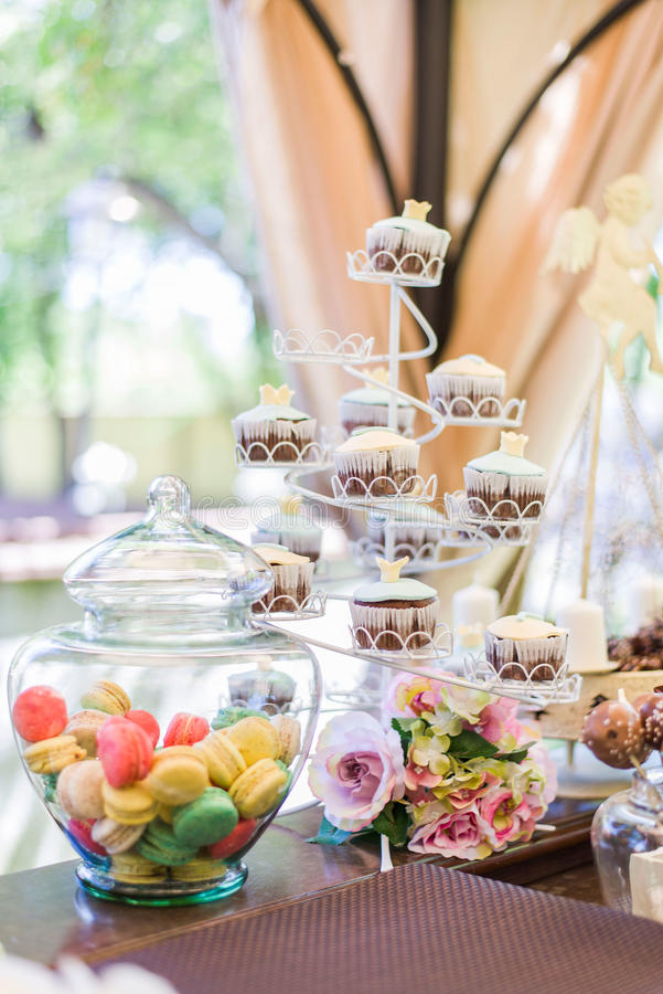 Cupcakes en Macarons stock foto