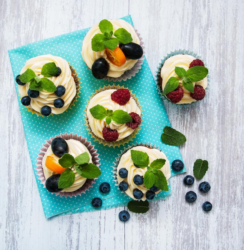 Download Cupcakes With Fresh Berries Stock Image - Image of cupcakes, creamy: 106944745
