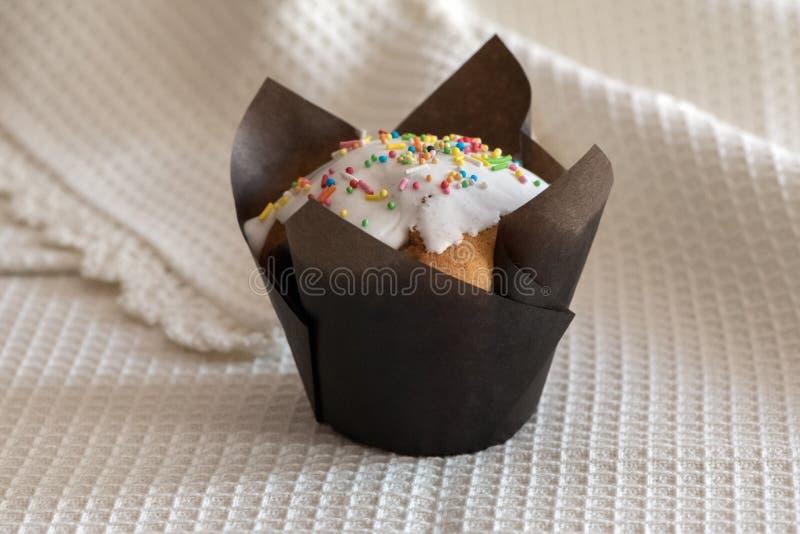 Cupcakes met witte glans royalty-vrije stock afbeelding