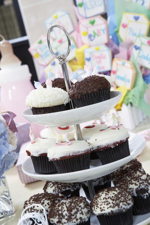 Cupcaketribune bij een Babydouche royalty-vrije stock afbeelding