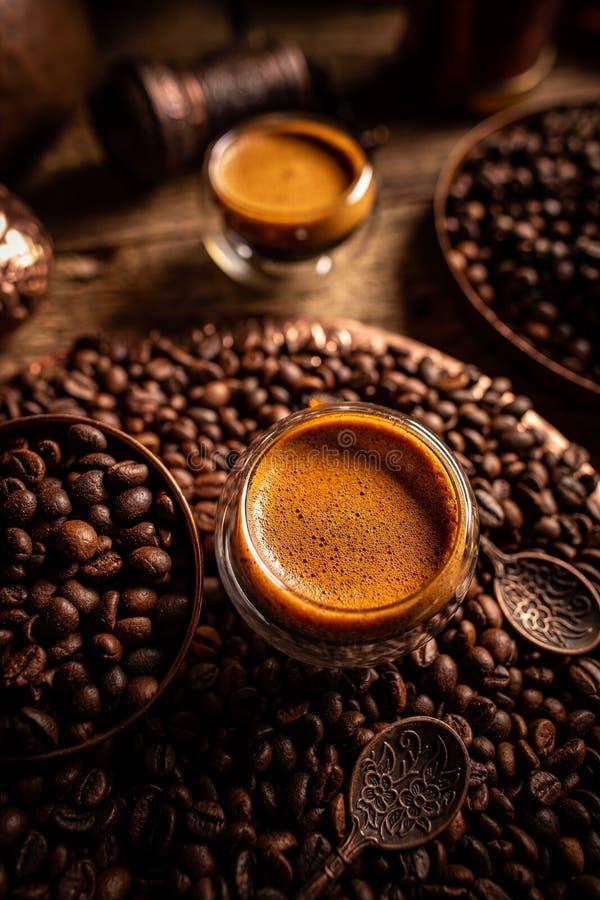 Cupen med varmt espresso-kaffe arkivfoto
