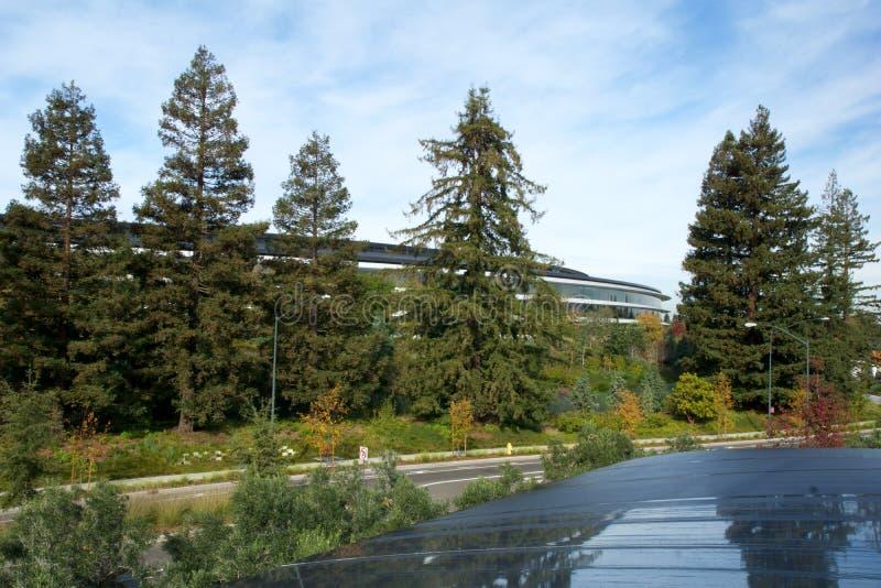 CUPERTINO, CALIFORNIA, FÖRENTA STATERNA - NOV 26, 2018: Flygfoto av Apple nya campus-byggnad royaltyfria bilder