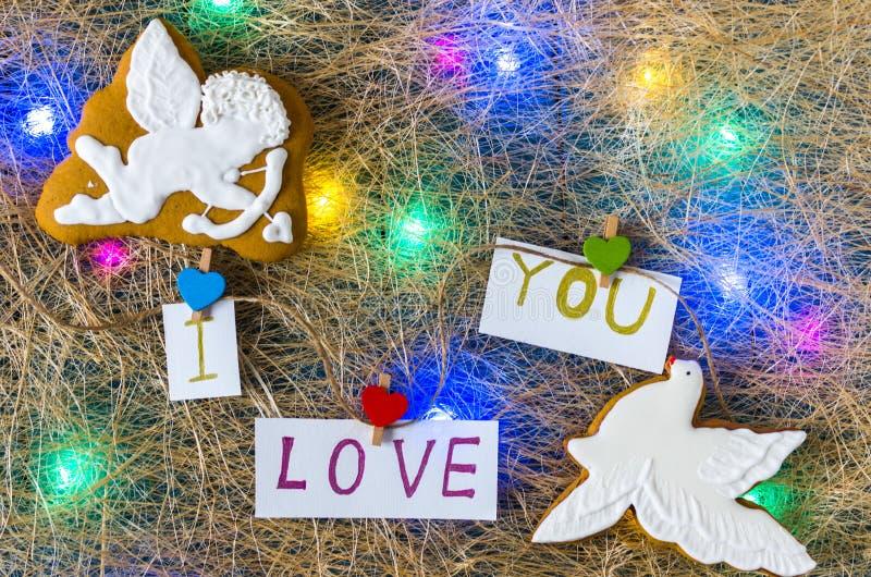 Cupido do anjo e azul branco Eu te amo Doces de chocolate Festão colorido Configuração lisa foto de stock royalty free