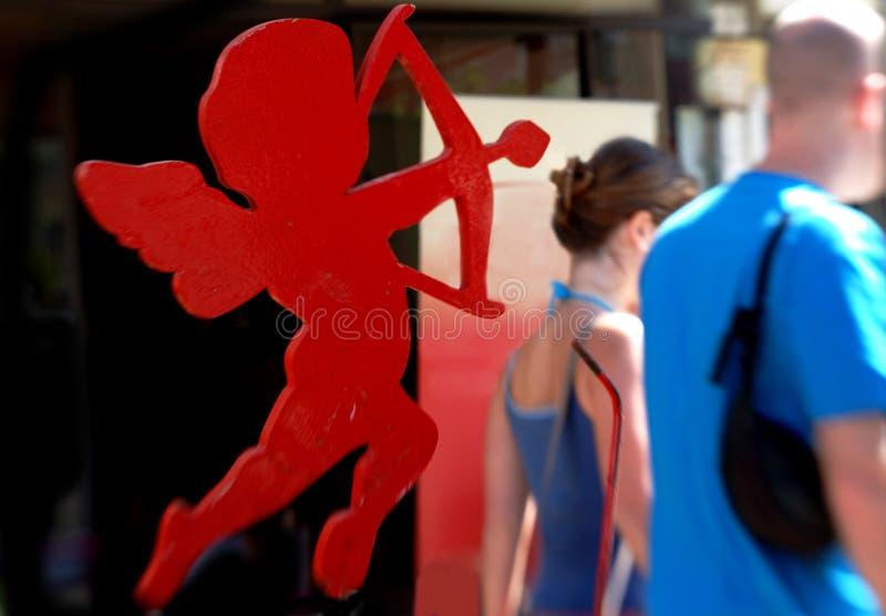 Cupido op het werk stock fotografie