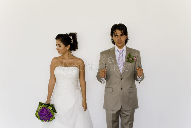 Cuple de mariage jouant la détention images libres de droits