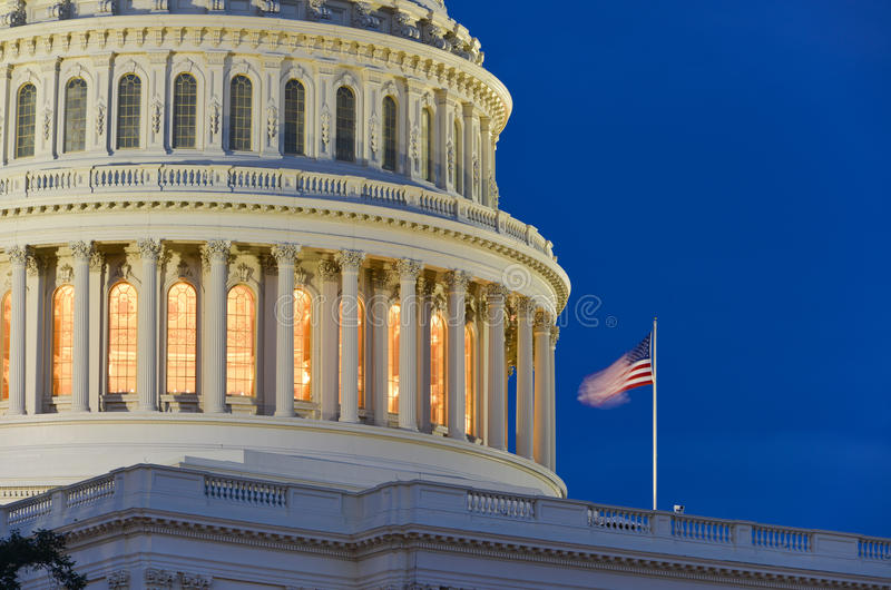 Cupola alla notte - Washington DC della costruzione del Campidoglio degli Stati Uniti fotografia stock