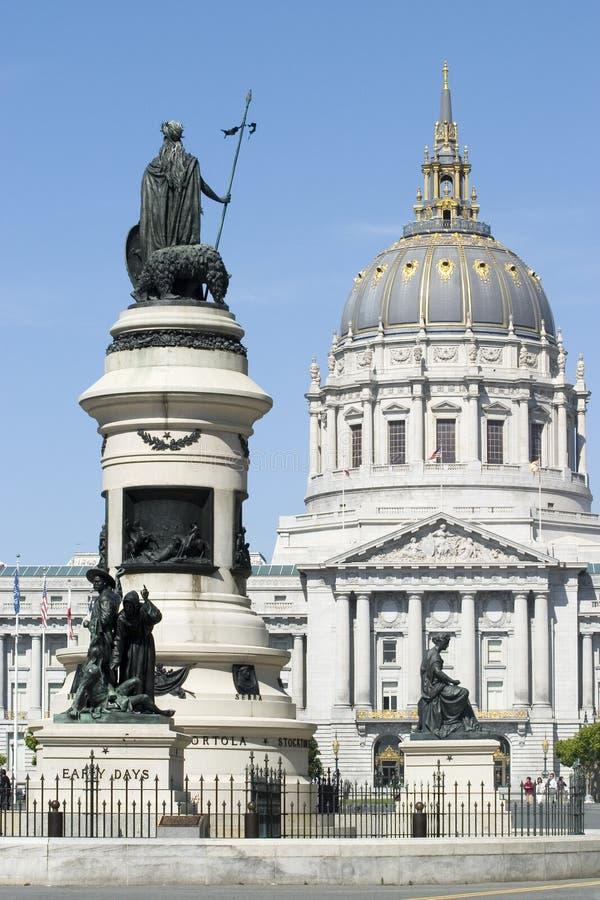 Cupola con tutte le statue fotografia stock libera da diritti